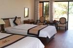 Отель Stork Village Resort - Lang Co