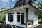 Отель Soka Indah Restaurant & Bungalows