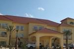 Отель La Quinta Inn & Suites Winnie