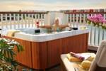 Отель Sunrise Grand Select Crystal Bay Resort