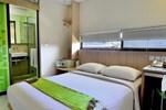 Отель Grandmas Hotels @ Legian