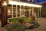Отель Crescent Lodge & Country Inn