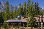 Отель Sunwapta Falls Rocky Mountain Lodge