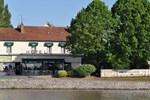 Отель Auberge Du Pont Canal
