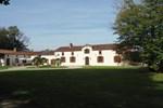 Апартаменты Holiday Home Entre Le Gers Et Les Pyrenees Buzon I