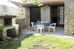 Апартаменты Holiday Home Saint Georges St Georges D Oleron