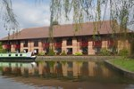 Отель Peartree Lodge Waterside