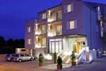Отель Hotel Bol