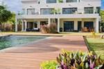 Апартаменты Olana Beachfront Apartments