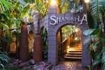 Отель Shangri-La Country Hotel