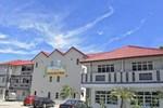Penarak Bamboo Beach Motel