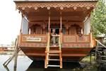 Отель Houseboat Ambassador