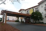 Отель Stone Mountain Inn & Suites