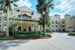 Отель Comfort Suites Stafford