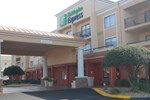 Отель Tifton Inn and Suites