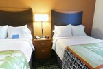 Отель Fairfield Inn & Suites Kansas City Overland Park