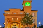Отель La Quinta Inn & Suites Marshall