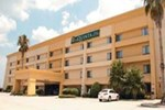 Отель La Quinta Inn & Suites Houston Baytown East