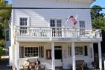 Отель Smiley's Schooner Saloon & Hotel