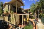 Отель Ashmore Palms Holiday Village
