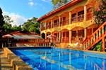 Отель Hotel Tres Banderas