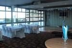 Отель Queens Hotel & Motor Inn Gladstone