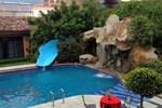Отель Hotel El Tarasco