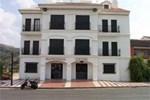 Отель Calderon