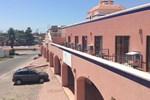 Отель Los Jitos Hotel & Suites