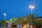 Отель Holiday Inn Express Hotel & Suites BENTON HARBOR