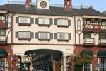 Отель Anaheim Camelot Inn & Suites