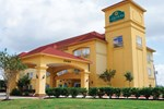 Отель La Quinta Inn and Suites Angleton