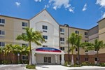 Отель Candlewood Suites Fort Myers/Sanibel Gateway