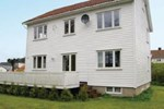 Holiday home Mandal Neseveien