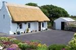Мини-отель An Caladh Gearr Thatch Cottage