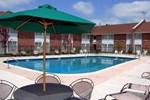 Отель Clarion Inn & Suites East Windsor