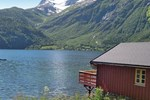 Апартаменты Holiday home Eresfjord Øverås IV