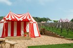 Отель Knights Glamping at Leeds Castle