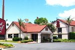 Отель Red Roof Inn & Suites Brunswick I-95
