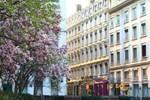 Отель Hotel des Celestins