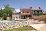 Апартаменты Holiday home Erzisce II