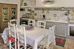 Апартаменты Holiday Home Cheval Blanc Chemin Du Milieu