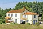 Апартаменты Holiday Home St Jean De Beugne Puyrouzeau