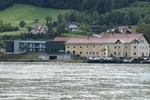 Отель Wesenufer Hotel & Seminarkultur an der Donau