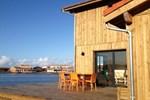 Maison au bord de l'eau au port de Larros