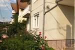 Гостевой дом Pensiunea Casa cu Flori