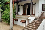Отель The Waves Holiday Bungalows Tangalle