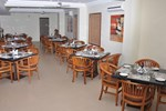 Отель Hotel Rithanns Karumathampatti