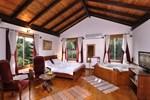 Отель Tree House Chalet