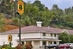 Super 8 Motel - Richlands Claypool Hill Area